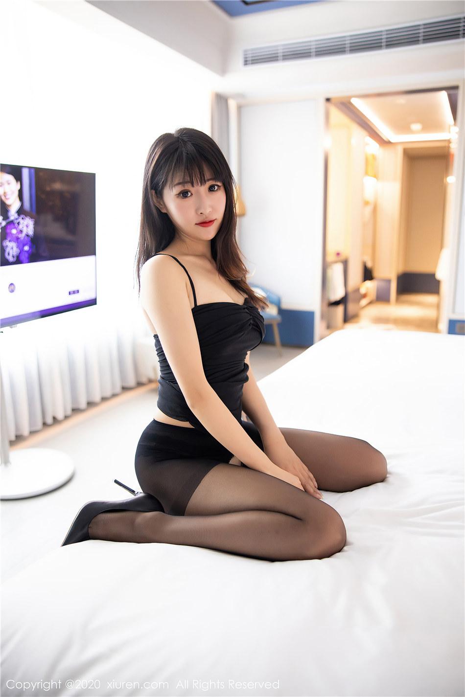 绝色美女cara童千艺短裙吊带巨乳美腿写真诱惑